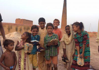 lachende-kinder-mobile-schulen-pakistan