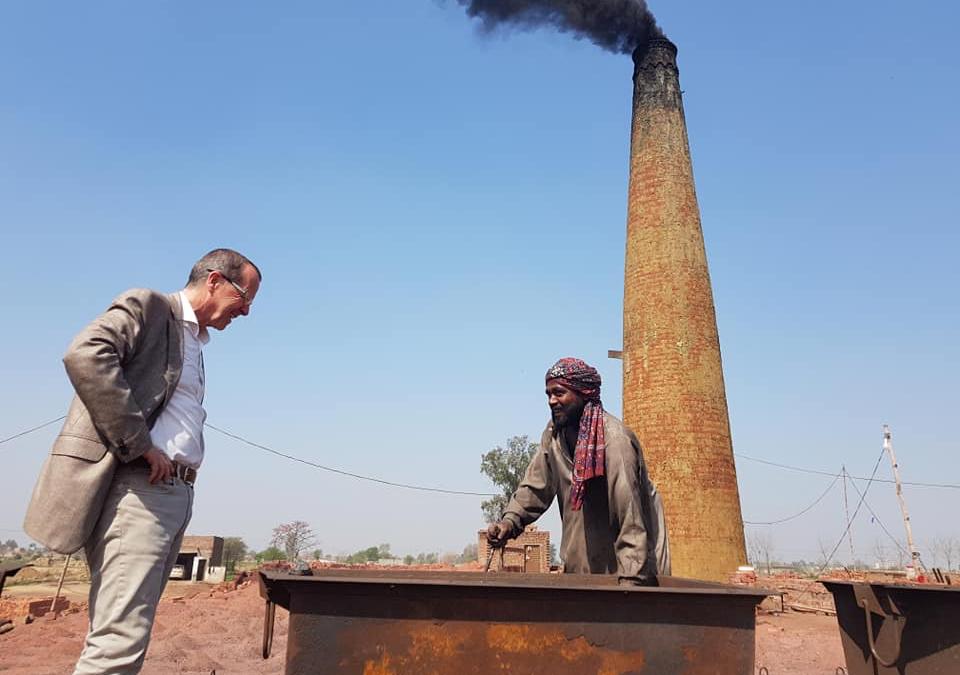 Der Deutsche Botschafter zu Besuch in unserem Ziegelei Dorf in Pakistan