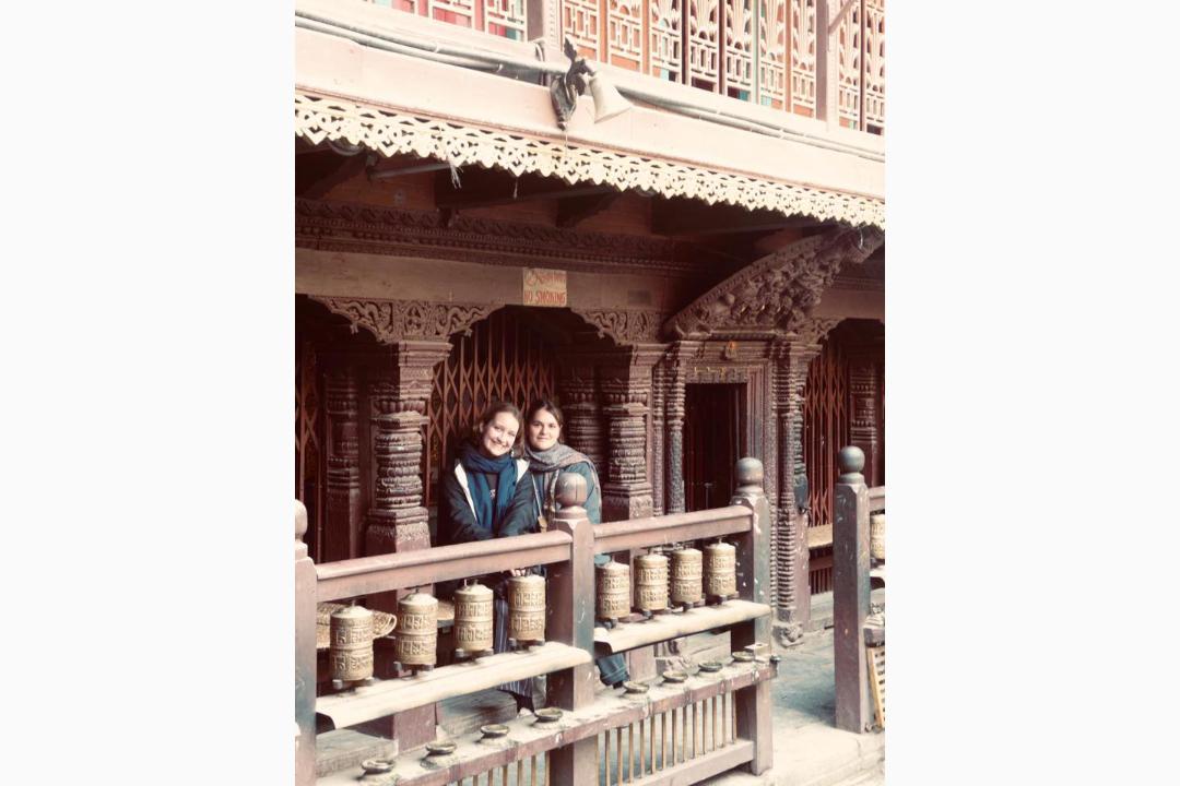 Anna-Haacke-und-Lilly-Flechtner-in-Nepal