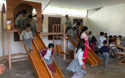 Ein Spielgerät für die Kinder in Nepal